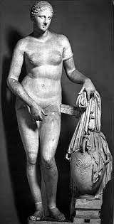 Prassitele, Afrodite Cnidia, 364-363 a.C. Copia romana in marmo, altezza 215 cm, scolpita a tutto tondo. Città del Vaticano, Museo Pio-Clementino.