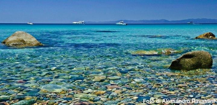 Mari Pintau (il mare dipinto), a pochi km da #Cagliari. Poco più avanti le spiagge di Villasimius: http://www.sardegna.com/it/blog/le-spiagge-di-villasimius/
