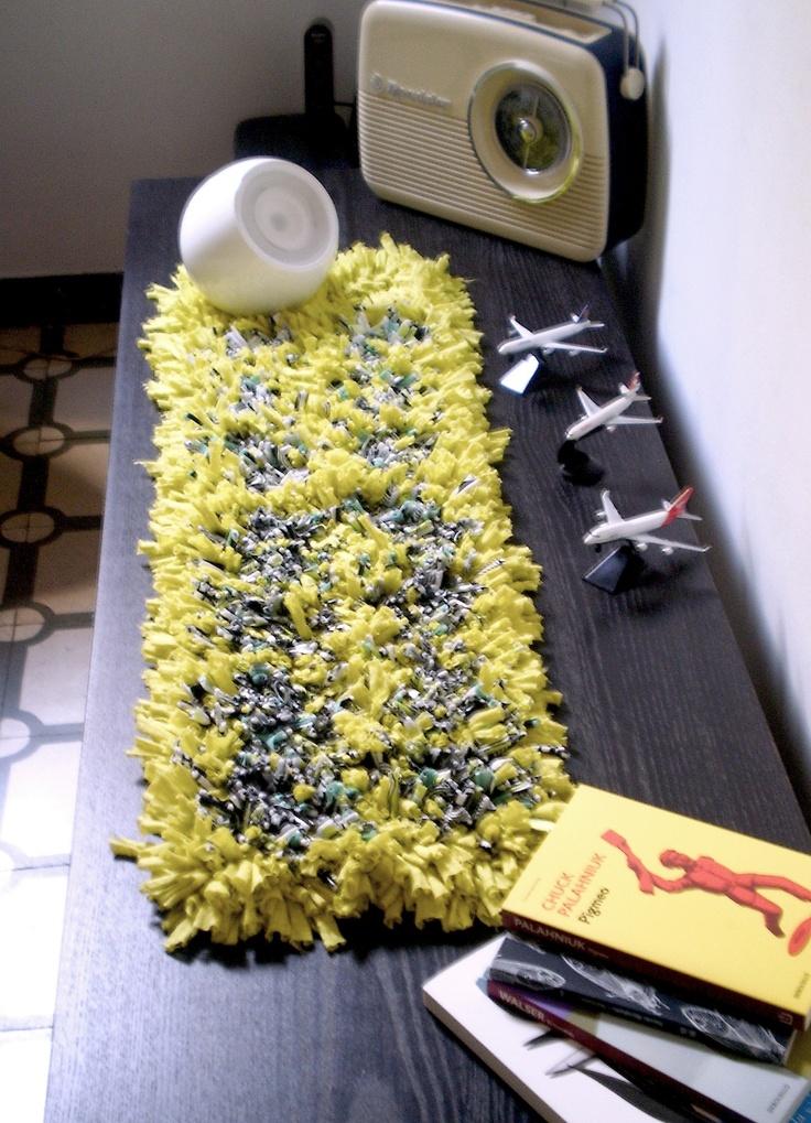 Camino de mesa en tonos amarillos y grises  Medidas: 90cm x 24cm