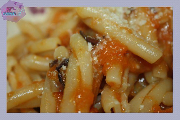 Ricetta autunnale, che andrà bene anche per vegetariani. La ricetta per la pasta zucca e radicchio vi stupirà con contrasti di sapori, consistenze e colori.