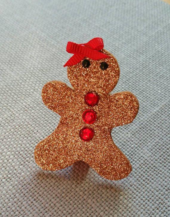 Paillettes pain d'épice bow, pinces à Noël, Sparkle Cookie, paillettes or pain d'épice fille Feltie pince, accessoire de coiffure Cant Catch Me Cutie  Peint à la main les yeux sur mousse de paillettes et pince à cheveux fille pain d'épice en feutre de laine. Fait de feutre, peinture, mousse de paillettes or, faux strass rouge et ruban. Parfait pour ajouter un peu de ne peuvent pas m'attraper de gentillesse à votre petit ceux photo style parfait! Idéal comme sac de butin cadeaux cotillons…