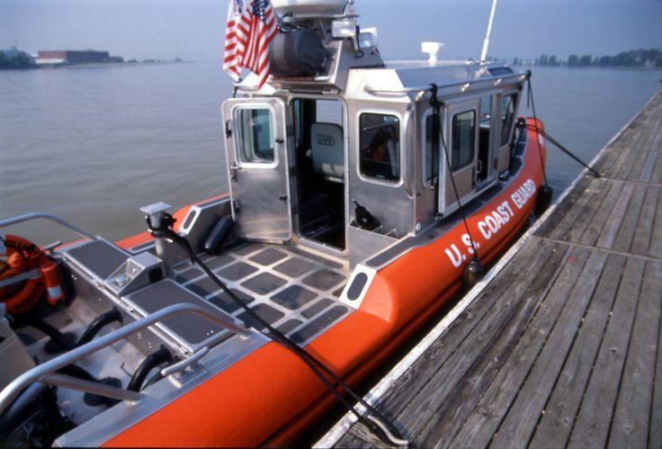 U. S Coast Guard - 25' Response Boat Small