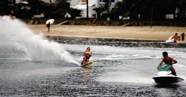 E, completando os esportes radicais, Senna pratica esqui aquático em Angra dos Reis