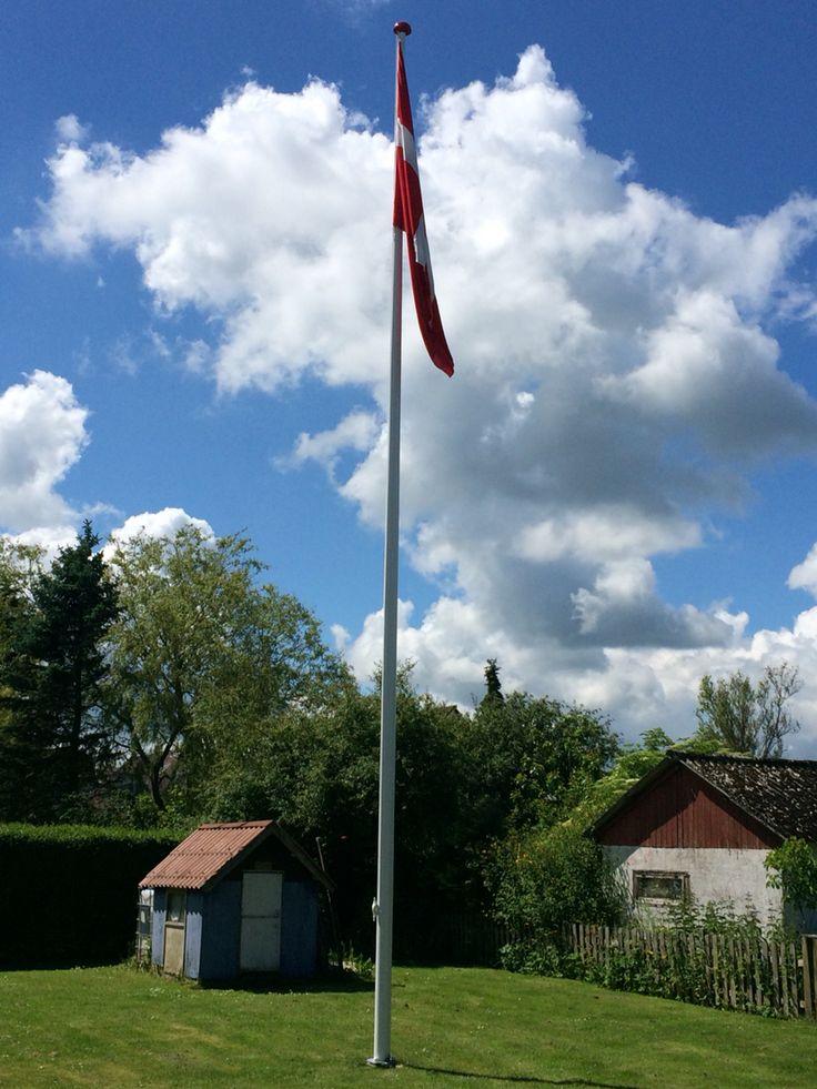 Så flot med ny flagstang og Flag