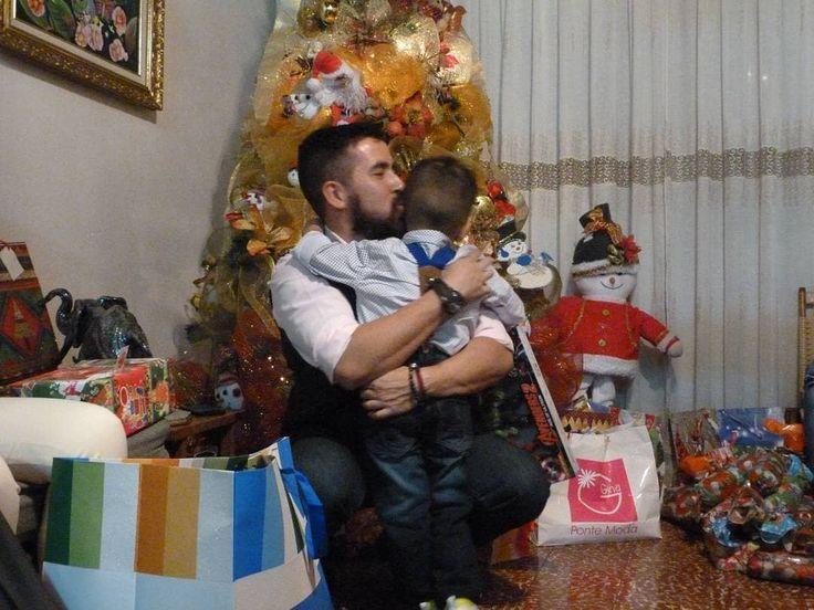 En un abrazo de éste pequeño la energía del #bigbang se queda corta mi razón mi locura mi todo mi #principito #ManuelSalvador te amo hijo  #moncadad #ManuelSalvador #proufather #happynewyear #felizañonuevo #feliz2018 #beard #thebabyandthebeard #dcem