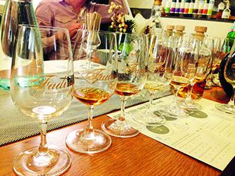 FADING HILL 2015: Whisky-Tasting in der Birkenhof-Brennerei.   © B.Hombach/stadt   land   wald