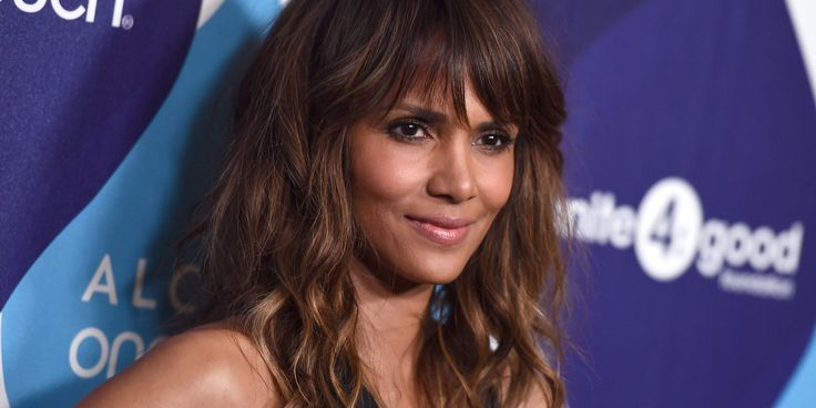 Halle Berry pose topless pour inaugurer son compte Instagram Check more at http://people.webissimo.biz/halle-berry-pose-topless-pour-inaugurer-son-compte-instagram/
