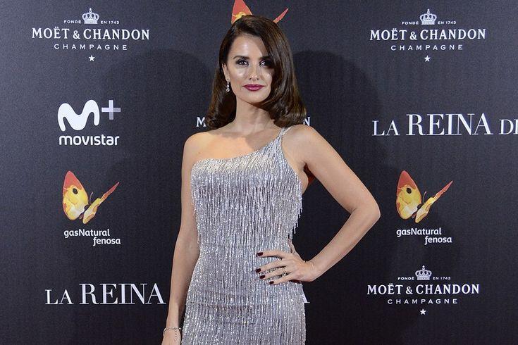 """Zur Premiere ihres neuen Films """"La Reina De España"""" erschien Penelope Cruz in einem glamourösen Kleid von Versace in Madrid."""