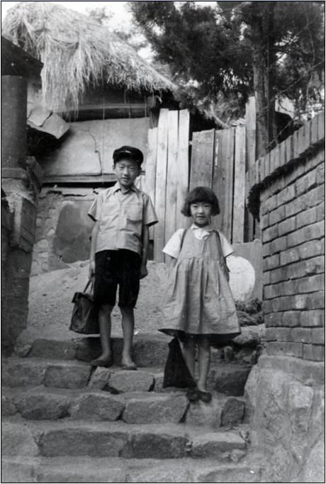 Photo by In-Shik Lim, 1953, On the way to school