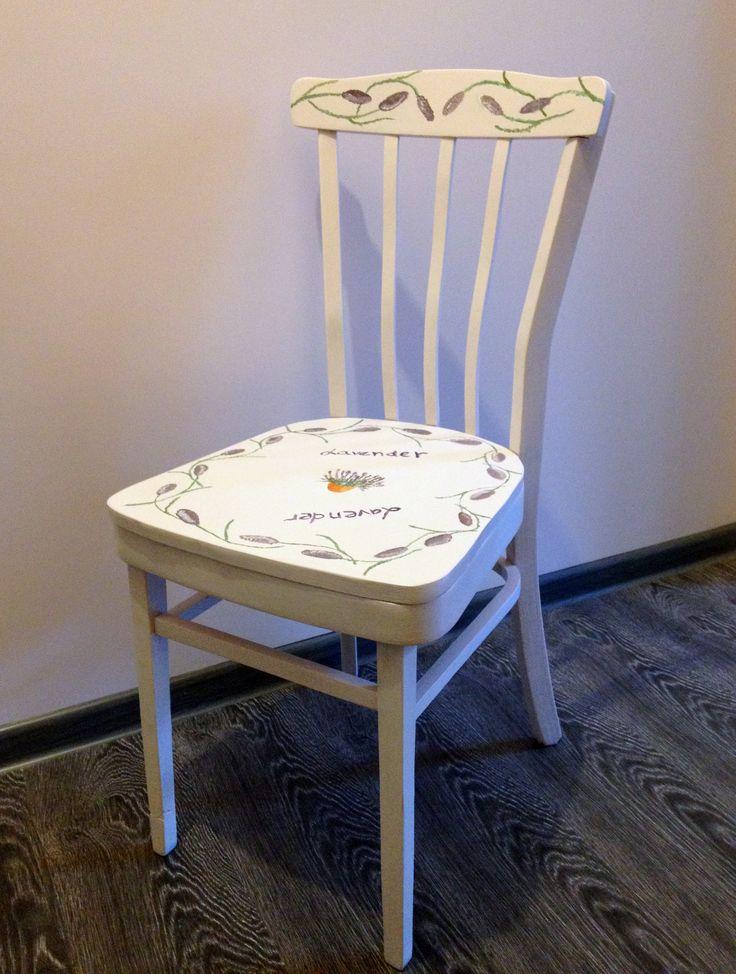 Деревянный стул с красивой изогнутой спинкой,в нежно-фиолетовом цвете с цветами лаванды ручной росписи на спинке и сидении. Станет отличным дополнением интерьера.  Цвет на фотографии может немного отличаться от действительности. Высота 82 см Длина сидения 42х40см(в самой широкой части) 2999р