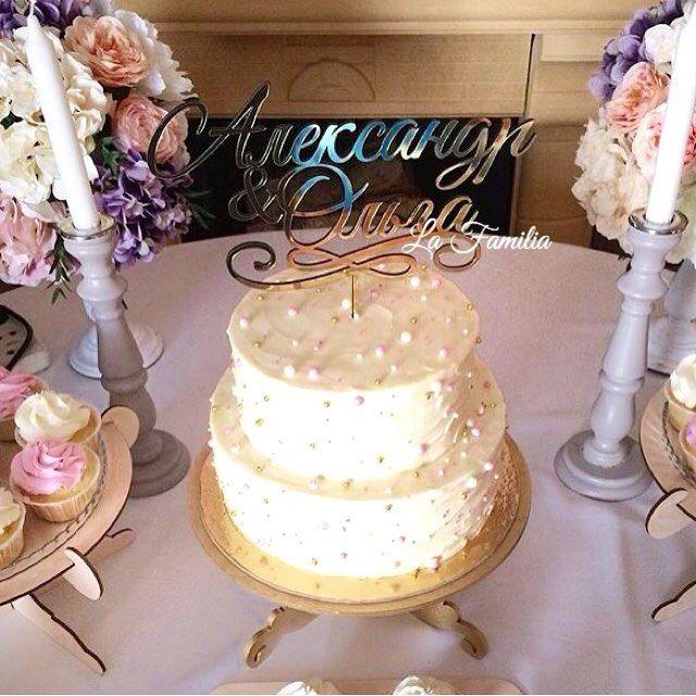 Не забываем про украшения для праздничного торта 😊 Наш топпер из оргстекла и золотой кейкстенд из дерева. _____________ Топпер из оргстекла в серебре или золоте -2500₽ Шрифт и текст может быть любой 👍🏻 ______________ Для заказа пишите нам в WhatsApp +79198100771 Всем отличного вечера 😉 Ваша La Familia ❤️ #la_familia_shop #la_familia_topper #la_familia_cakestand