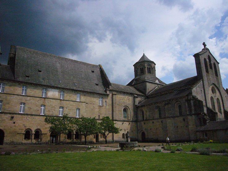 Eglise abbatiale d'Aubazine-monastère - Limousin — Wikipédia