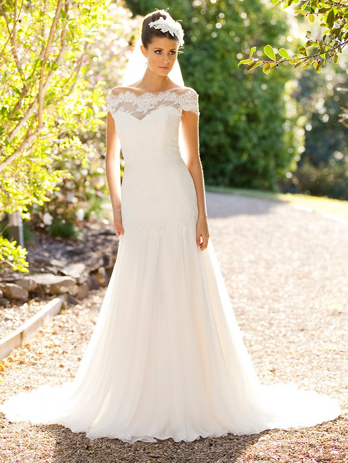 A girl need not be a fashion connoisseur to select the perfect dress for her wedding. #Weddingdresses #Weddinggowns #bridal
