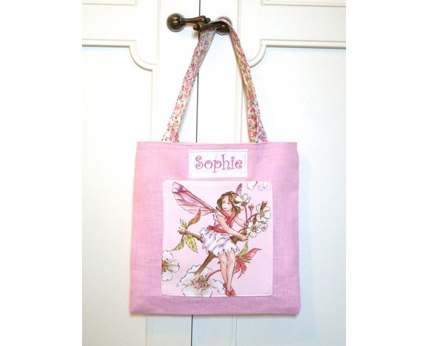 Little girls will love to carry their shopping in this adorable personalised pink linen bag with a Flower Fairy© pocket.