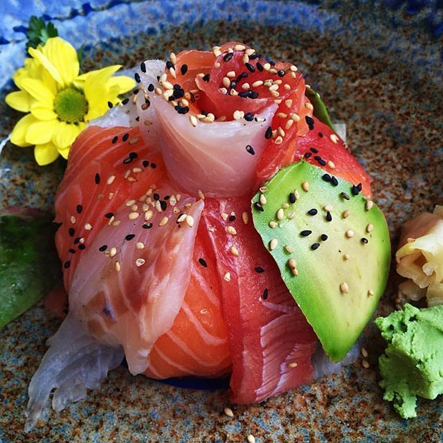 This is art. #sushigeeks #sushi : @morefoodisgood