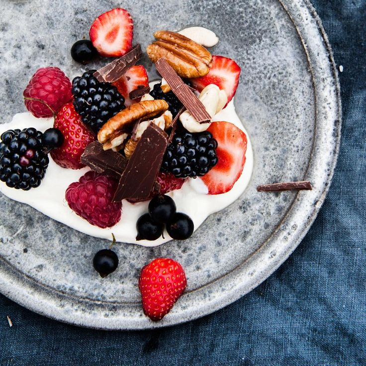 Fresh berries, pecans, dark chocolate and cream. Puddings don't come much more perfect for me than that @stedsans_cleansimplelocal: