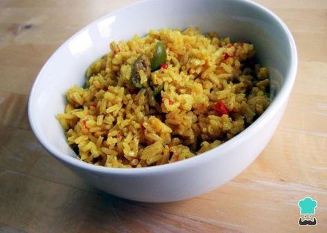 Aprende a preparar arroz amarillo con pollo con esta rica y fácil receta. La receta del arroz amarillo es muy parecida a la de la paella pero tiene algunas pequeñas...