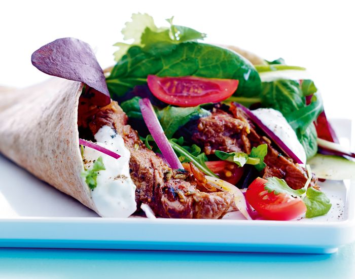 Durum kebab med fuldkornsfladbrød og en masse sundt - Måltid