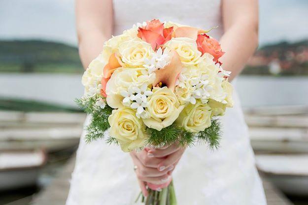 Love  Flower : Angyalok műhelye  Photo : Kaposvári Krisztina  Location : Club Tihany