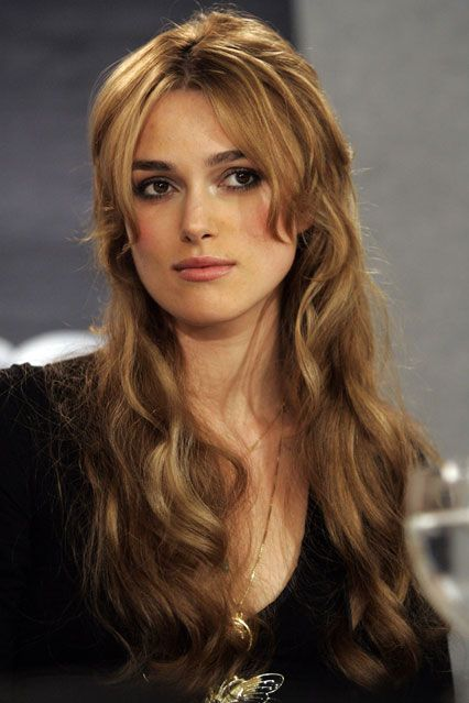 09 / 44 September 2005 With the help of extensions, Knightley wore her hair in a long, wavy style for the Pride and Prejudice premiere at the 30th Toronto International Film Festival.-pin it by carden