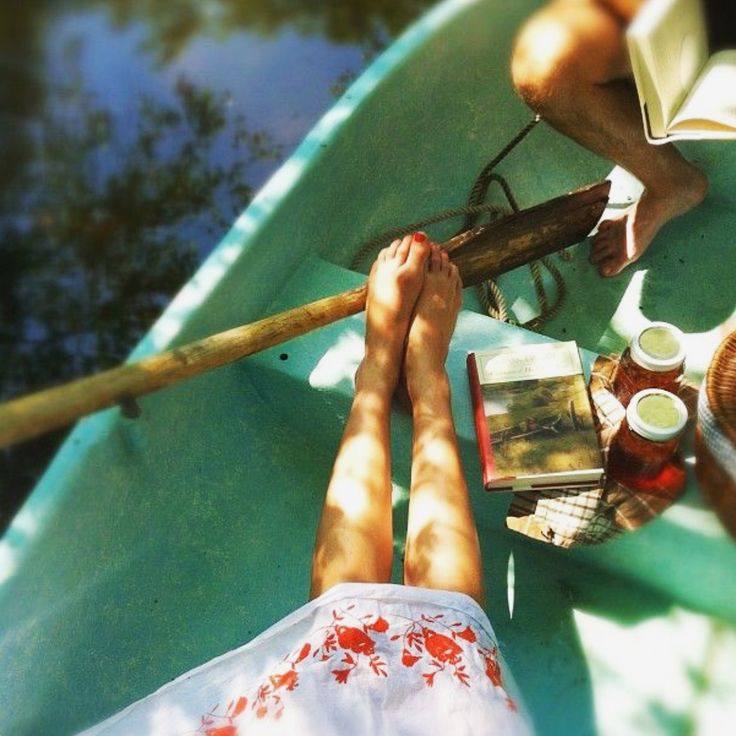 This would be perfect today (if only it was warmer!). Sunshine, wine and being outdoors!   Source: followgram.me #relax #sunday #easylikesundaymorning #wine #winelovers