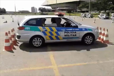 Police officer training to get out of a tight parking space http://ift.tt/2CygOti