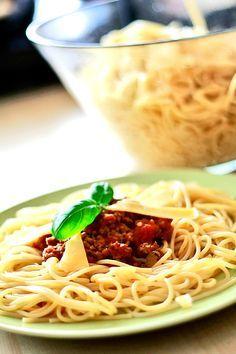Spaghetti bolognese - Przepis na oryginalne włoskie spaghetti bolognese | Przepisy kulinarne - Codogara.pl