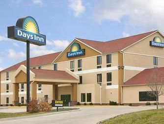 Jefferson City (MO) Days Inn - Jefferson City United States, North America Stop at Days Inn - Jefferson City to discover the wonders of Jefferson City (MO). The property features a wide range of facilities to make your stay a pleasant experience. Service-minded staff will welcome and guide you at the Days Inn - Jefferson City. Air conditioning, heating, wake-up service, desk, alarm clock can be found in selected guestrooms. Take a break from a long day and make use of hot tub,...