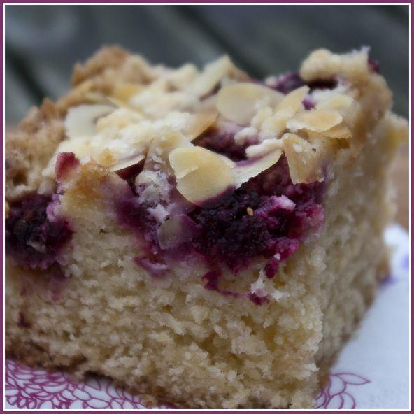 Lentegevoel... dan is het tijd voor de frambozencake met amandelen... en voor de liefhebbers met nog wat witte chocolade. De cake is lekke...
