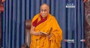 Ο Δαλάι Λάμα υποχρέωσε τη Γερουσία των ΗΠΑ να… προσευχηθεί [Photo]