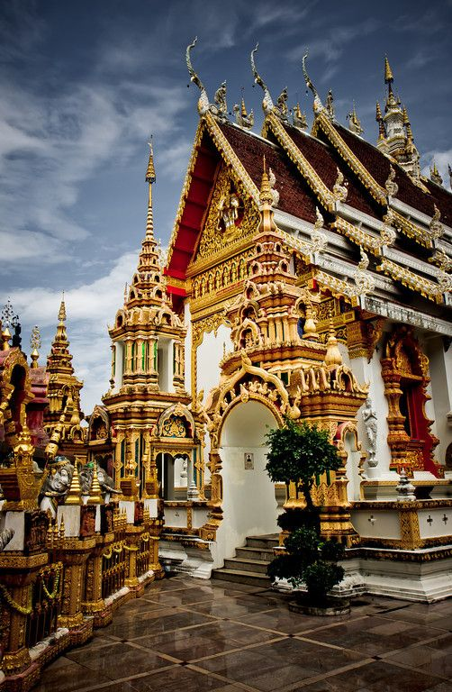 Thailand,  Grand Palace, Bangkok - beautiful!  We saw this from our river dinner cruise :D ♡