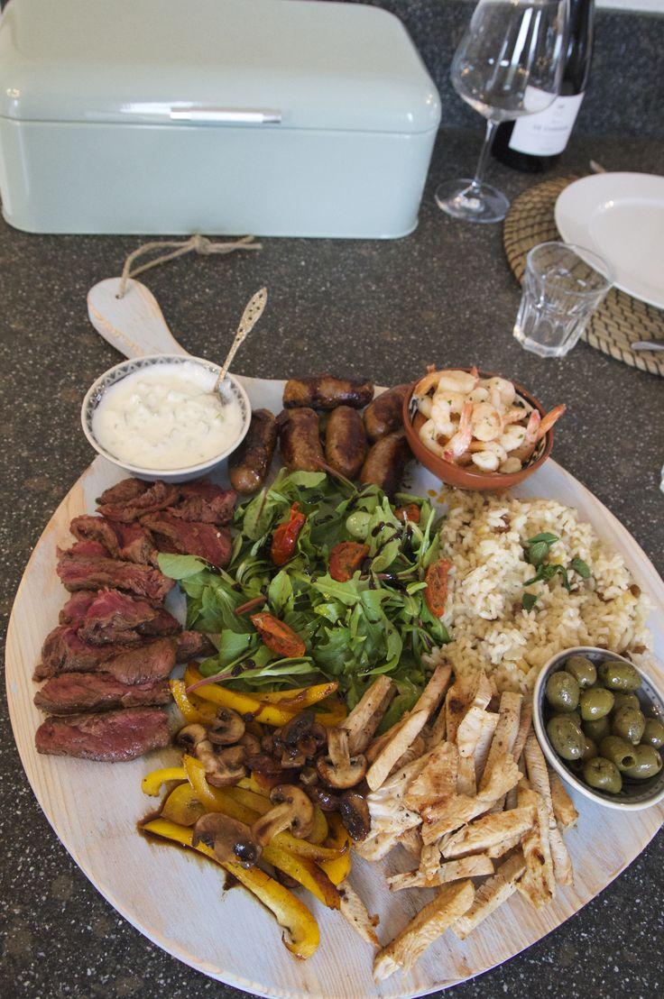 BBQ op een Pimenta Loreti serveerplank, zomer proof Big Italy in Pastel blauw