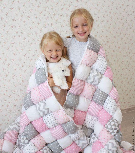 Пледы и одеяла ручной работы. Заказать Бомбон одеяло. Tirlika_textile. Ярмарка Мастеров. Одеяло бомбон, одеяло лоскутное, холлофайбер