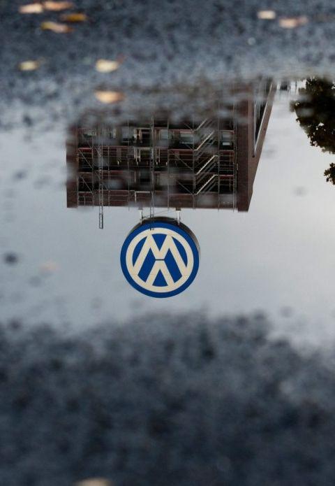 """Po Wielkiej Brytanii jeździ 1,2 mln """"udoskonalonych"""" Volkswagenów. http://tvn24bis.pl/tech-moto,80/wielka-brytania-skandal-z-emisja-spalin-dotyczy-1-2-mln-pojazdow-vw,581644.html"""