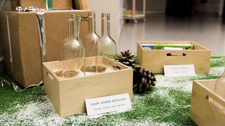 SANTOS kitchen | Acessorios de cocina Santos utilizados por Aytosa, tienda de cocinas Santos en Badajoz, para decorar su escaparate por Navidad #decoración #navidad