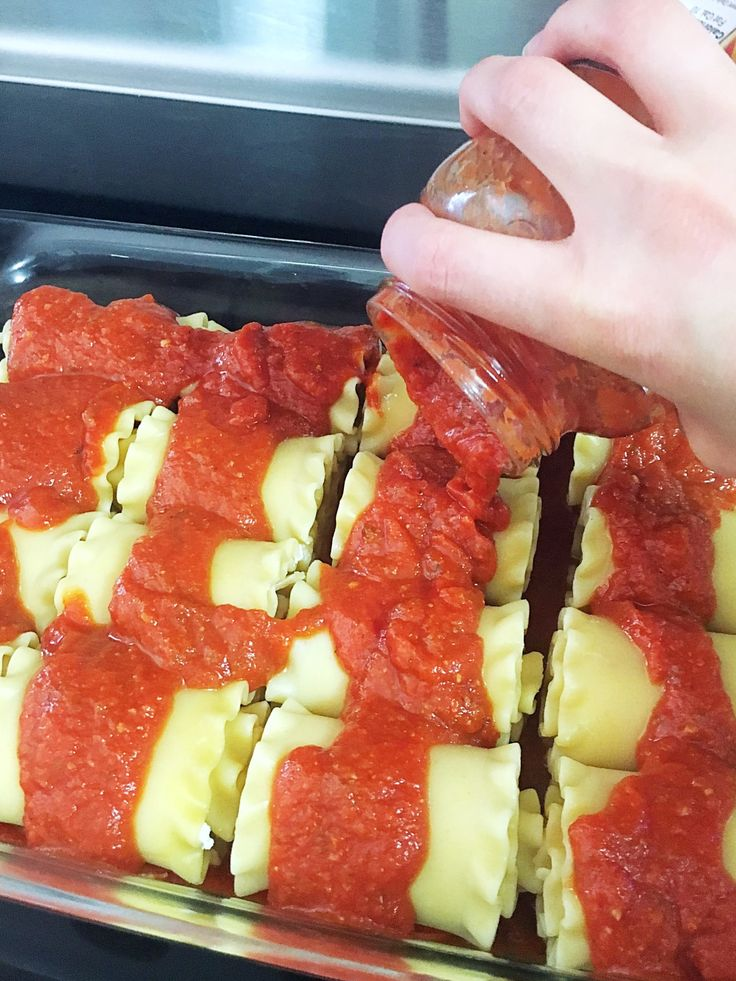 Pepperoni Pizza Lasagna Roll-Ups- So delicious and easy to make!