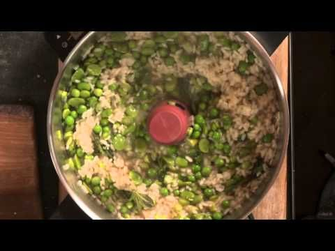 Jamie cooks Risotto Primavera with the HomeCooker - YouTube