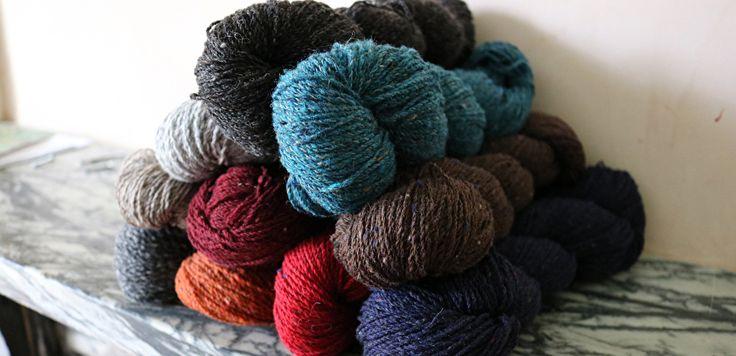 100% Wol. Rowan - Valley Tweed. Valley Tweed is een traditioneel 100% wol tweed garen.  Het is gesponnen en gekleurd in Huddersfield, Yorkshire, woonplaats van Rowan.  Het is een zeer hoogstaand garen vanwege de speciale manier waarop het wordt gesponnen.  Verkrijgbaar in 10 prachtige tinten.