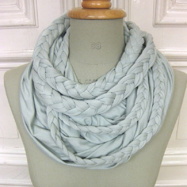 there are some really easy scarf on here! I I know what I am doing for easy Christmas presents!