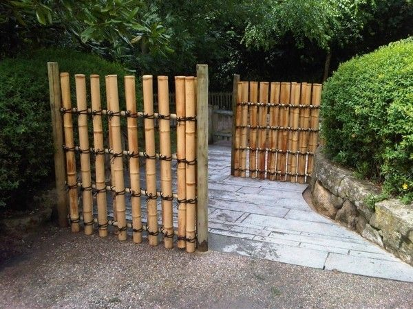 Architecture:Nice Landscaping Idea With Concrete Flooring Also Vertical  Bamboo Japanese Fence Design Massive Outdoor Decor With Bamboo Garden Fence  Ideas