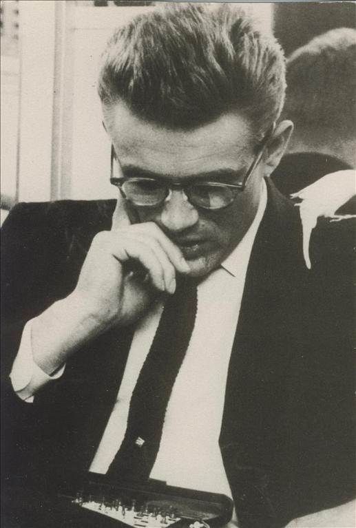James Dean, a canary and miniature chess
