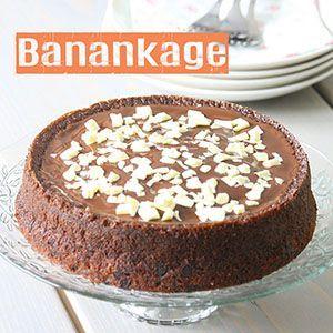 Hvem elsker ikke en god og svampet banankage ? Her hjemme bliver der ihvertfald ofte bagt banan og æblekage, da det er ungernes og mandens favoritkager. Jeg er selv en kæmpesucker for chokoladekage, men denne banankage er enlig på lige fod med en chokoladekage i min verden, den er intet mindre enfantastisk, hvis du spørg mig. Kagen har en skøn smag af banan, den er ikke alt for sød og så er den dejlig svampet. Der er simpelthen intet som et stykke svampet vaniljeprikket banankage, med et…