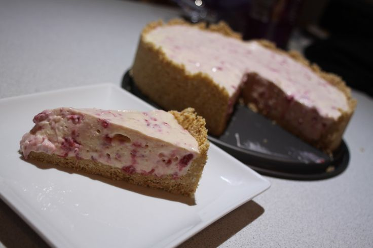 Raspberry and White Chocolate Cheesecake- www.sistermixin.com