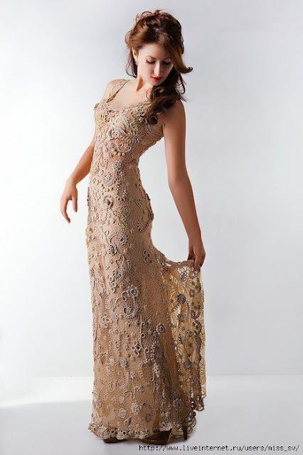crochetCrochê Irlandê, Long Dresses, Irish Crochet, Crochet Dresses, Vestidos Maravilhosos, Dresses, Gowns, Irish Lace, Lace Dresses