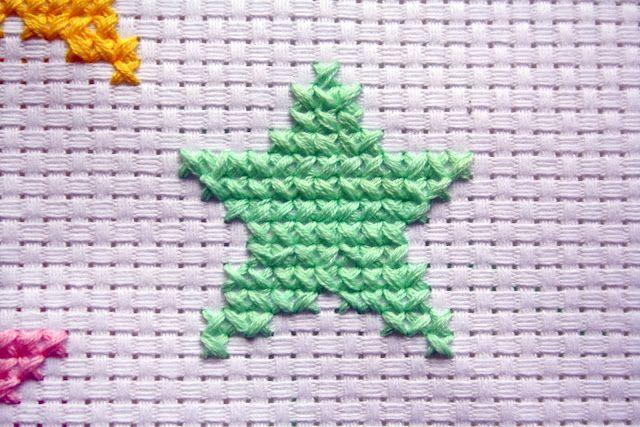 Patroon geborduurde kerstster in kruissteek