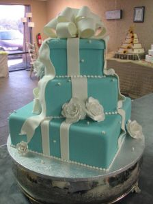 A Tiffany Wedding! Forget wedding I want this as a birthday cake !!! Hint hint! Surprise birthday party and everything!
