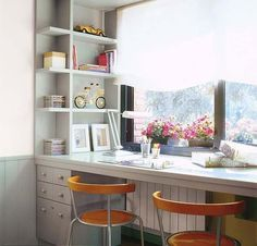 Письменный стол около окна