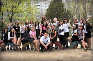 http://www.leadership-street.com/2013/09/inilah-gadis-pemilik-leher-terpanjang.html