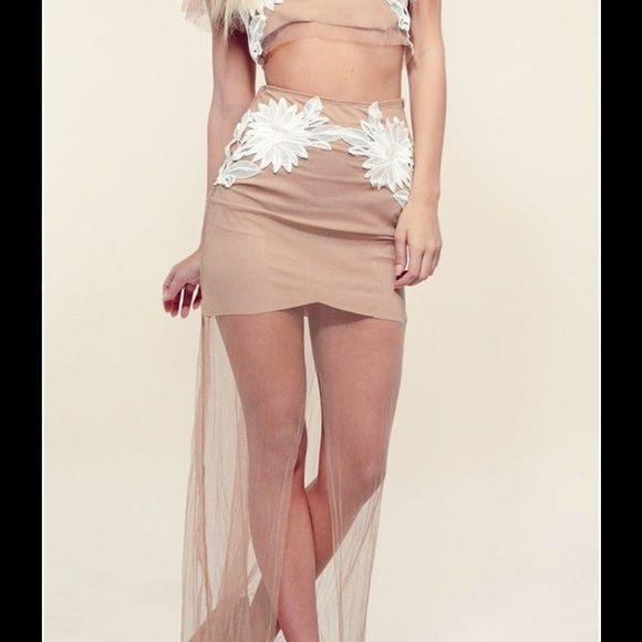 FL&L Balmy Nights Maxi Skirt NWT For Love & Lemons Balmy Nights Maxi Skirt, size Large. Please ask any questions you may have before purchasing    ✨No Trades/PP✨ For Love and Lemons Skirts Maxi