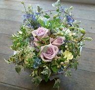 花ギフトのプレゼント【BFM】 淡い紫の優しさお上品な そんなフラワーアレンジメント http://www.basketflowermarkets.com